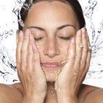 Πρωινή ρουτίνα για καθαρό και ενυδατωμένο δέρμα
